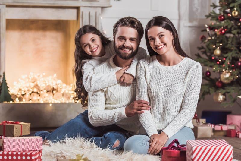 Famille célébrant la nouvelle année photo libre de droits