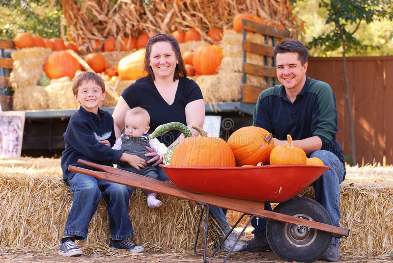 Famille d'automne photos libres de droits