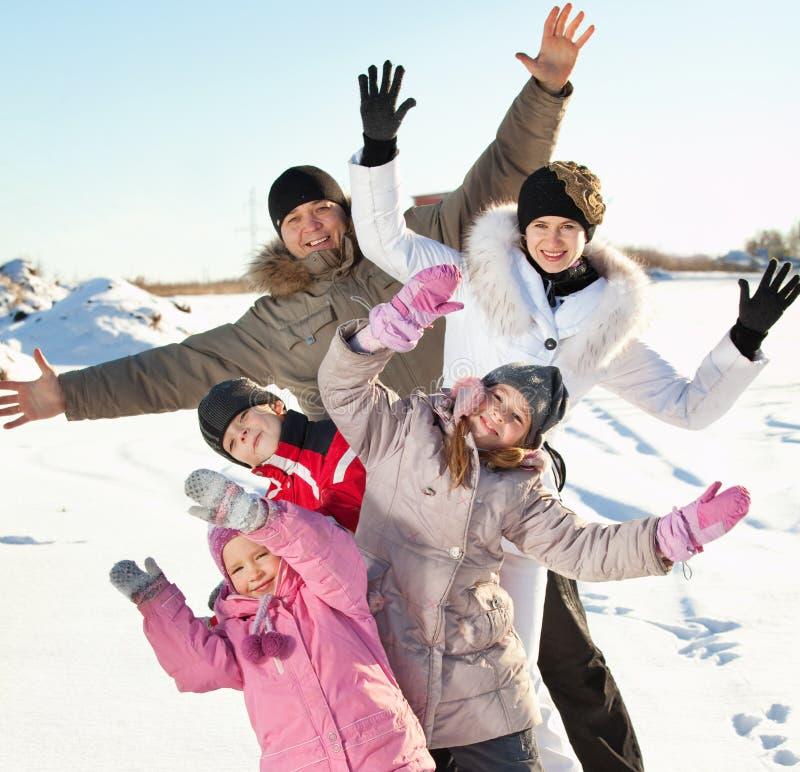 Famille dans la neige photos libres de droits