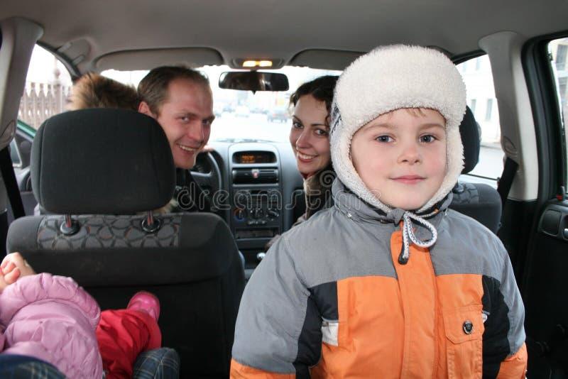 Famille dans le véhicule image libre de droits