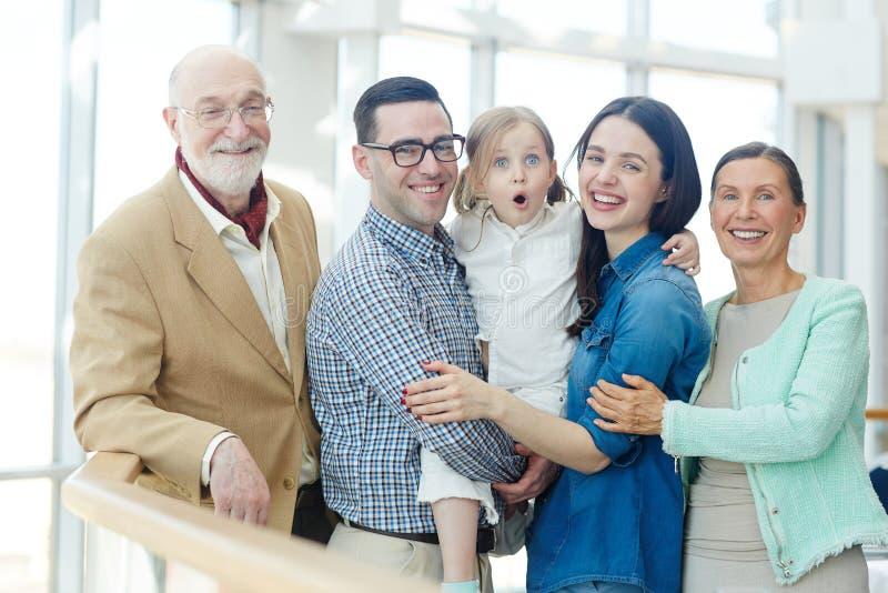 Famille de cinq photographie stock libre de droits