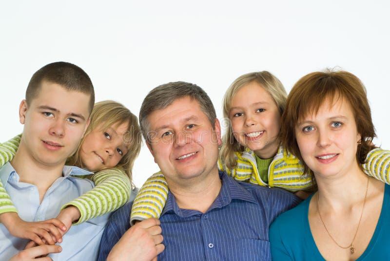 Famille de cinq heureuse photographie stock