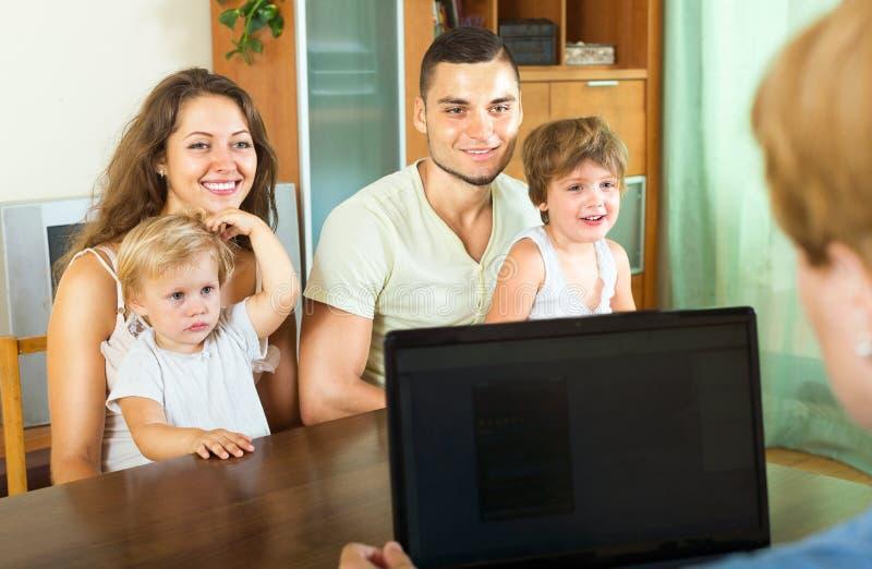 Famille de consultation d'agent image libre de droits