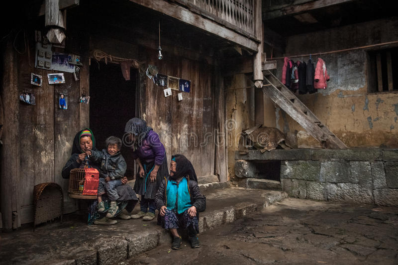 FAMILLE DE H'MONG photographie stock