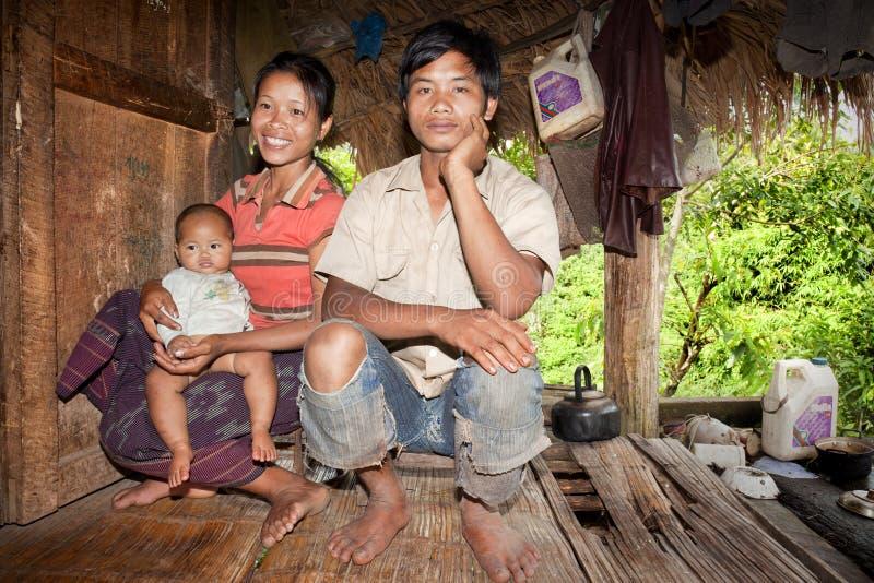 Famille de khamu ethnique photos stock