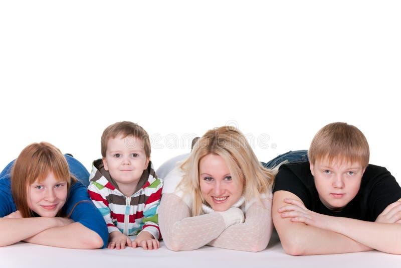 Famille de quatre de sourire photographie stock libre de droits
