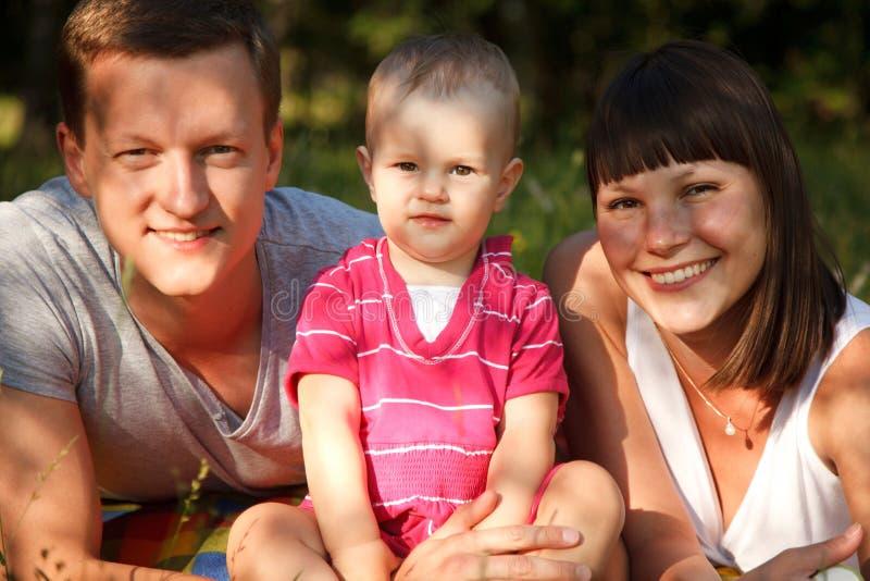 Famille en parc image libre de droits