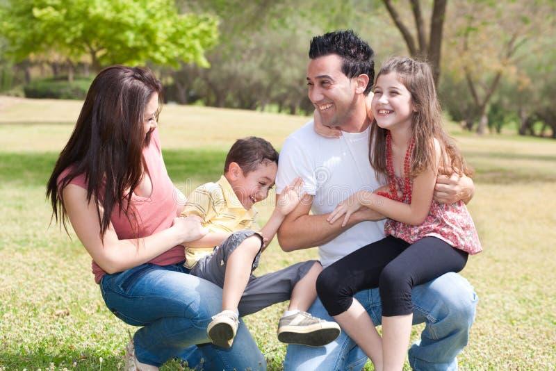 Famille en stationnement photo libre de droits