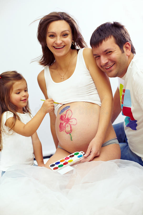Famille enceinte heureuse du ventre trois de dessin image libre de droits