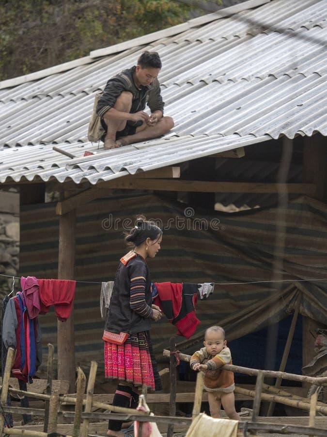Famille ethnique de Mong en Dien Bien images stock