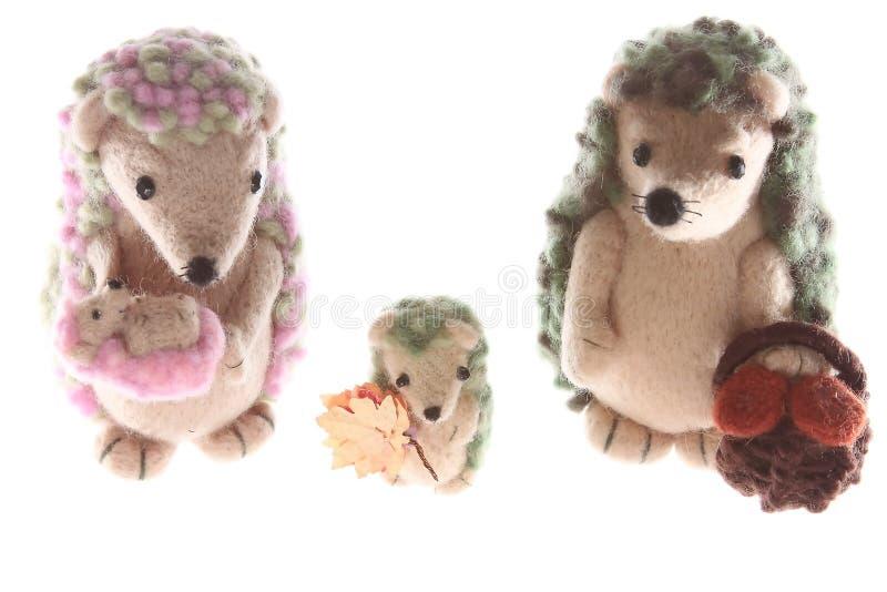Famille fabriquée à la main de jouet de hérisson ensemble vers le haut photographie stock libre de droits
