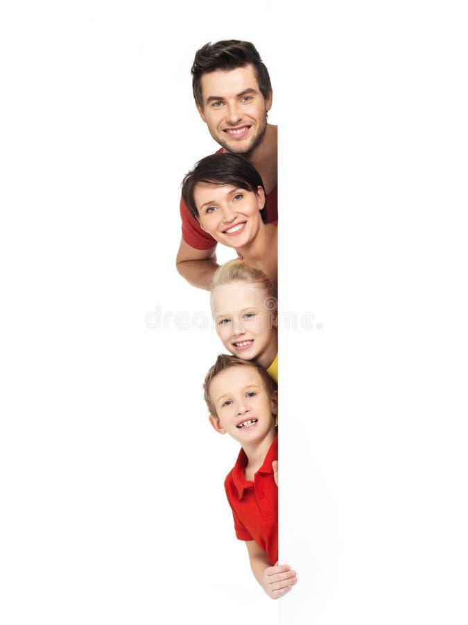 Famille heureuse avec deux enfants sur le blanc photos libres de droits