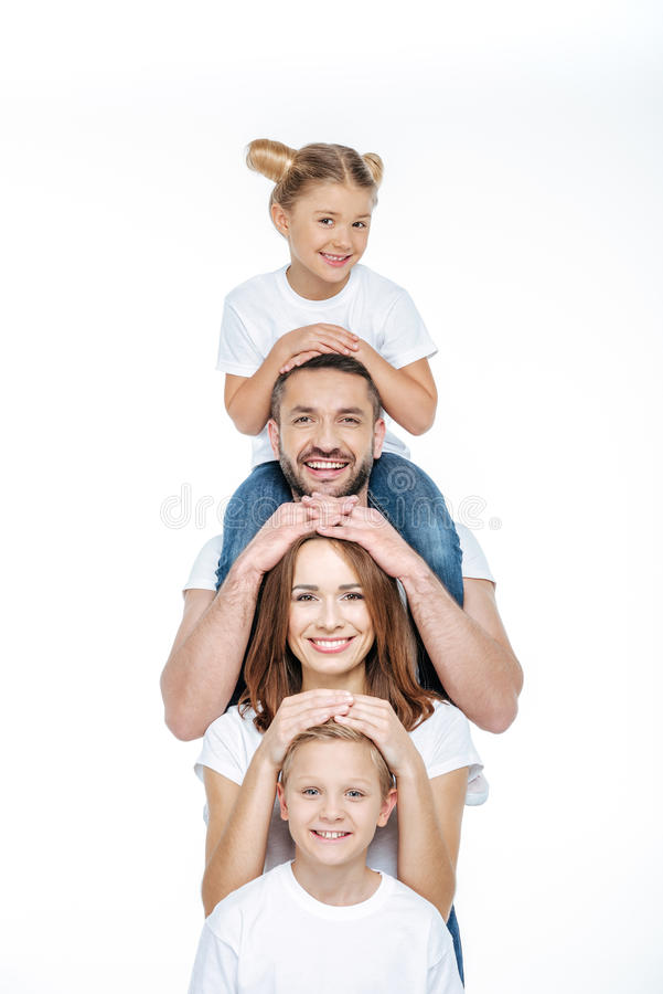 Famille heureuse ayant l'amusement images stock