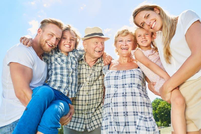 Famille heureuse de trois générations photo libre de droits