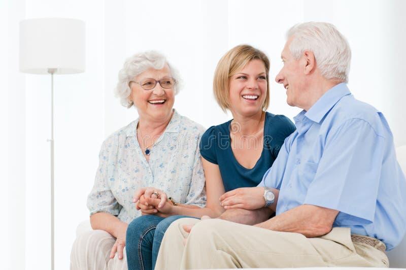 Famille heureuse joyeuse image libre de droits