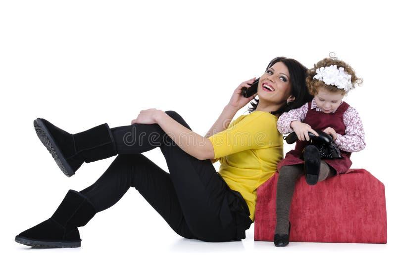 Famille heureux au téléphone image libre de droits