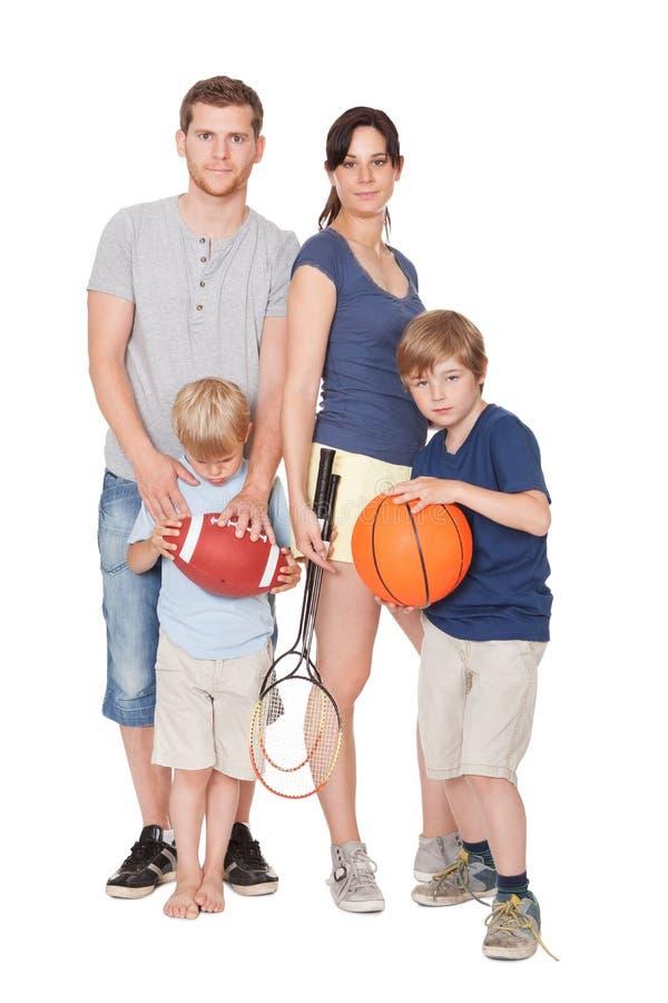 Famille heureux avec des enfants faisant des sports photo libre de droits