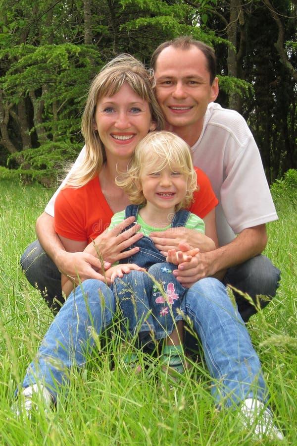 Famille heureux avec la petite fille image stock