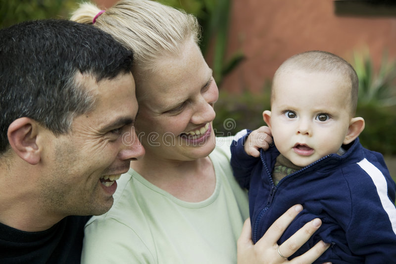 Famille hispanique mélangé avec le bébé mignon photos libres de droits
