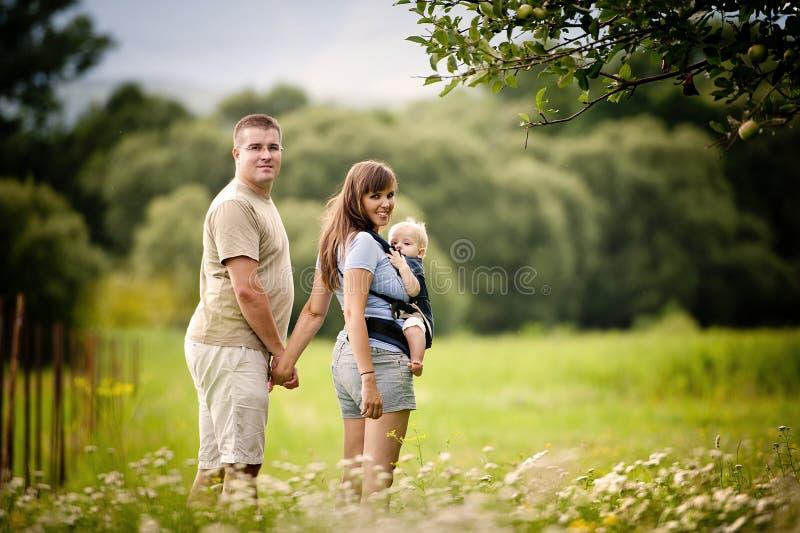 Famille à la ferme photographie stock libre de droits