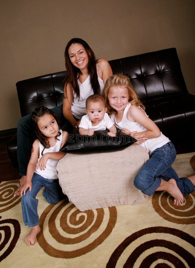 Famille multiraciale heureuse photo stock
