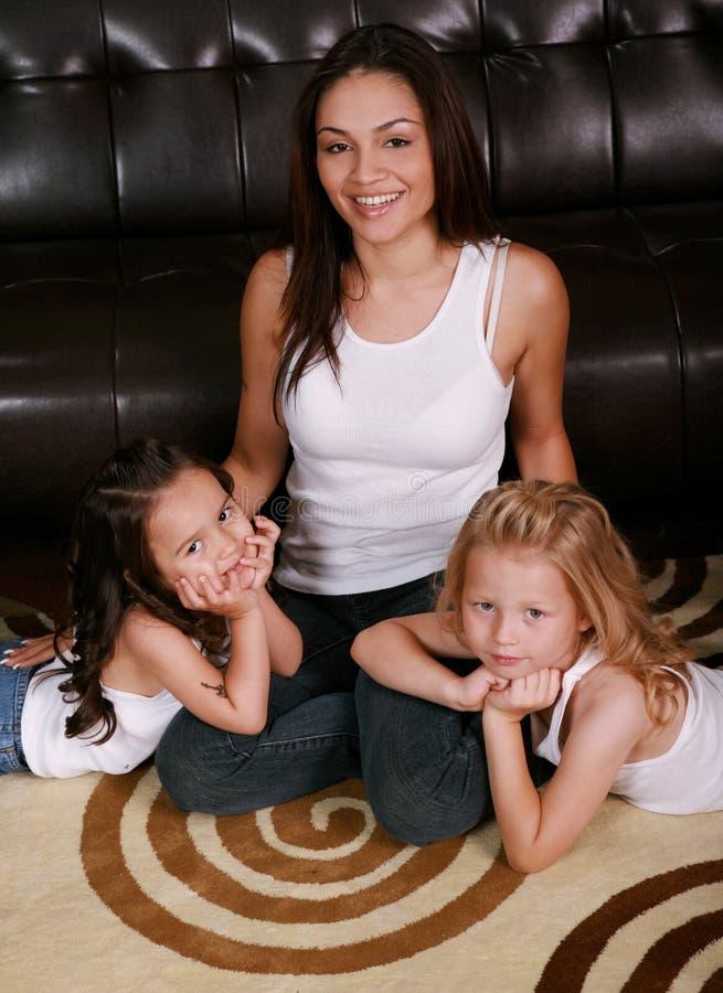 Famille multiraciale heureuse photos stock