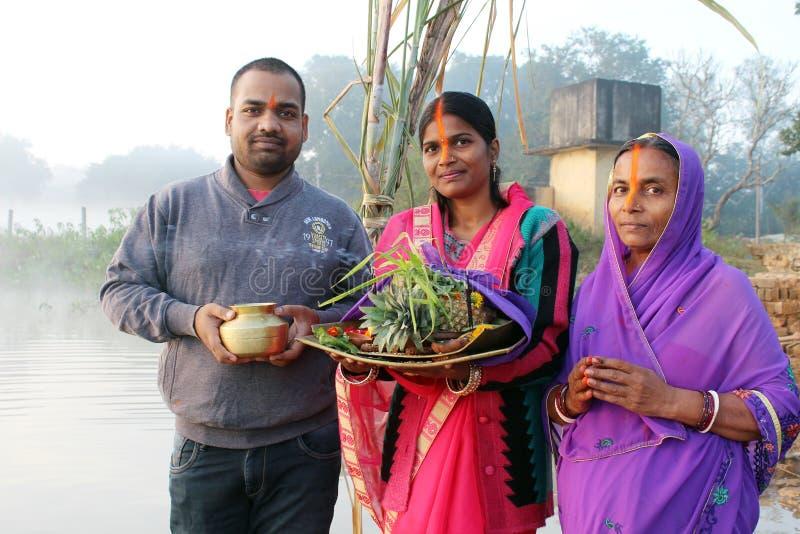 Famille sur Chhath Puja image libre de droits