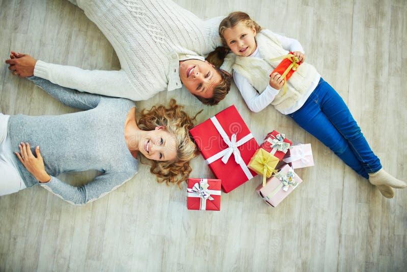 Famille sur le plancher photo libre de droits