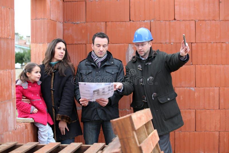 Famille sur un chantier de construction photographie stock libre de droits