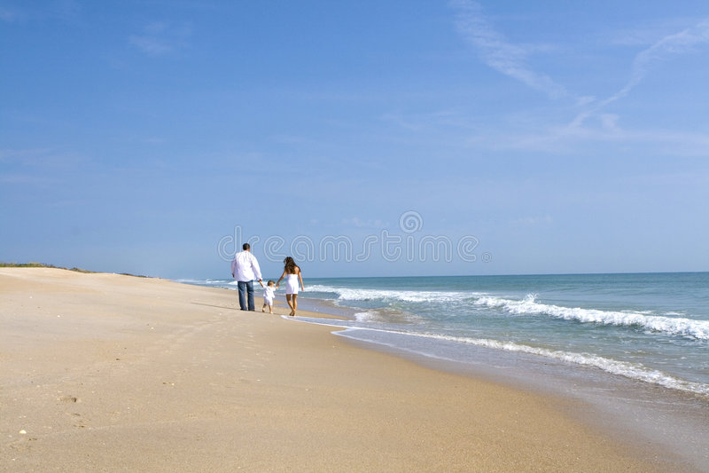 Famille sur une plage photographie stock