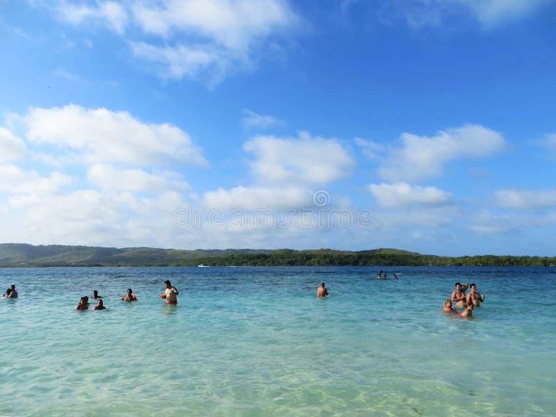 Familly que aprecia um dia na praia, Venezuela imagens de stock