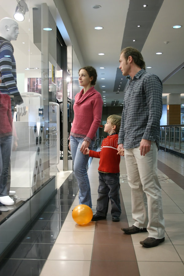 Free Family And Shop Window Royalty Free Stock Photos - 1544398