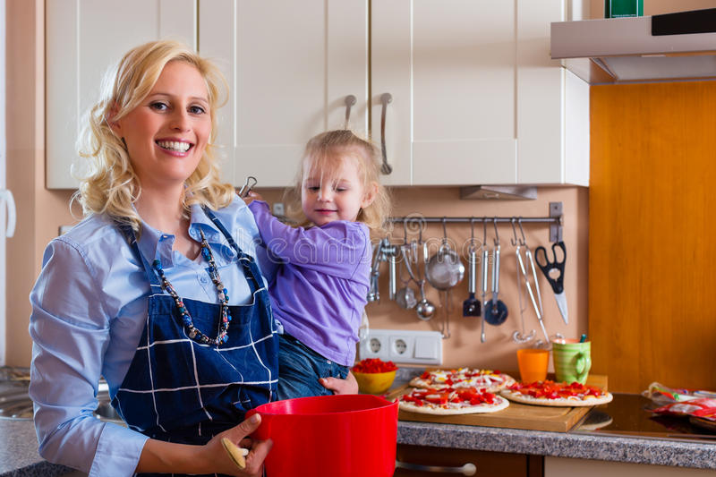 Family - Mother And Child Baking Pizza Royalty Free Stock Images