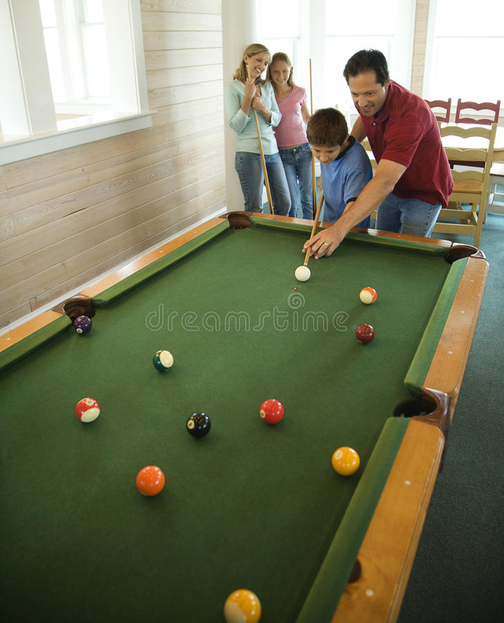 Free Family Playing Pool Royalty Free Stock Photography - 12543447