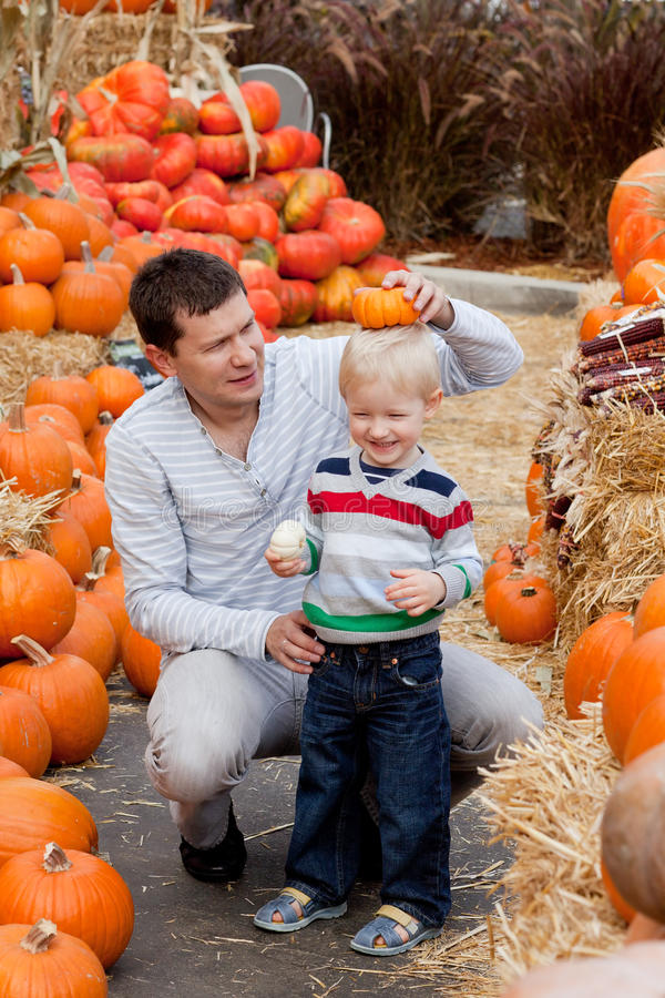 Download Family At The Pumpkin Patch Stock Image - Image: 21523553