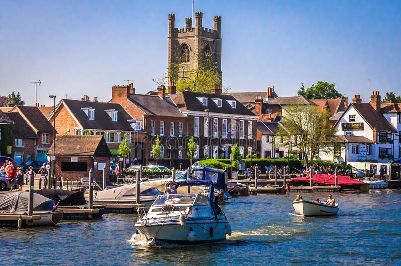 Family relaxing on sunny day at Henley on Thames stock images