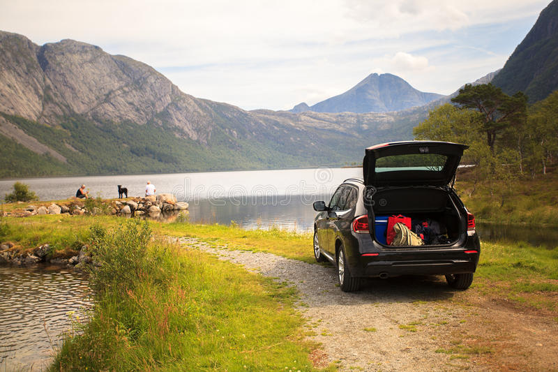 Family vacation on Myrdal lake (Myrdalsvatnet), Folgefonna Natio stock photography