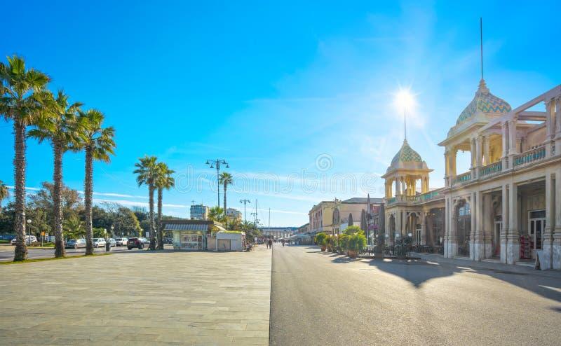 Famous Passeggiata a mare, kustgebied van de promenade in Viareggio, Versilia, Toscane, Italië royalty-vrije stock foto's