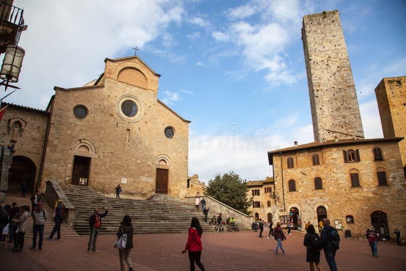 Famous Piazza Del Duomo in historischem San Gimignano, Toskana, Italien stockfotos