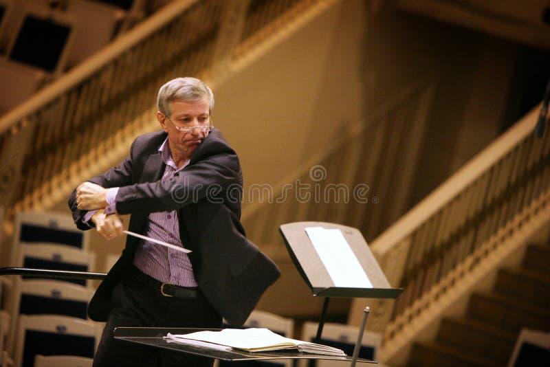 Famouse俄国管弦乐队指挥瓦列里Halilov在Chaikovsky音乐厅里在莫斯科 库存图片