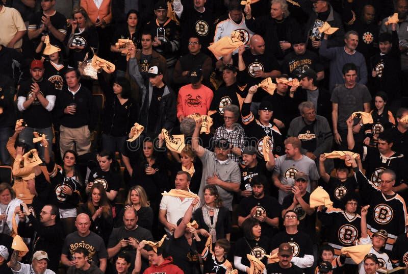 Fanáticos de los Boston Bruins imágenes de archivo libres de regalías
