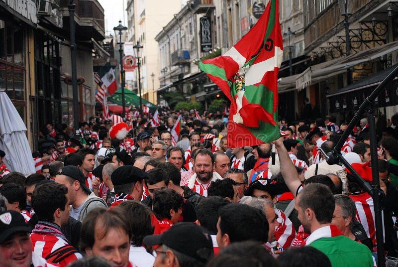Fanáticos del fútbol en las calles imagen de archivo