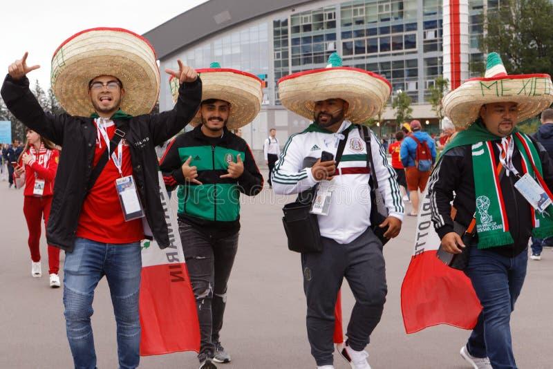 Fanáticos del fútbol mexicanos en el estadio de St Petersburg durante el mundial Rusia 2018 de la FIFA imágenes de archivo libres de regalías