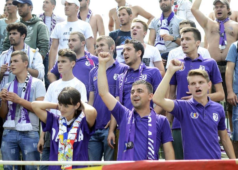 Fanáticos del fútbol púrpuras imagen de archivo libre de regalías