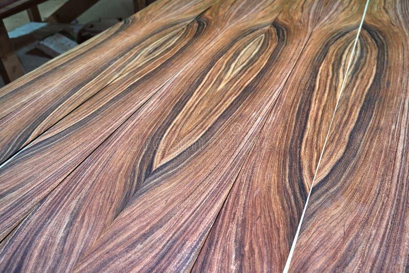 Fanér Santos Rosewood Trä texturerar Snickeri- och snickeriproduktion arkivfoto