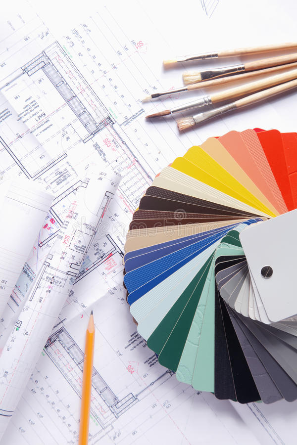 Fan, borstar och blyertspenna för färgpalett på ritning arkivbild