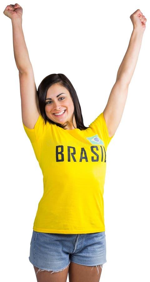 Fan de futebol entusiasmado no tshirt de Brasil fotografia de stock royalty free