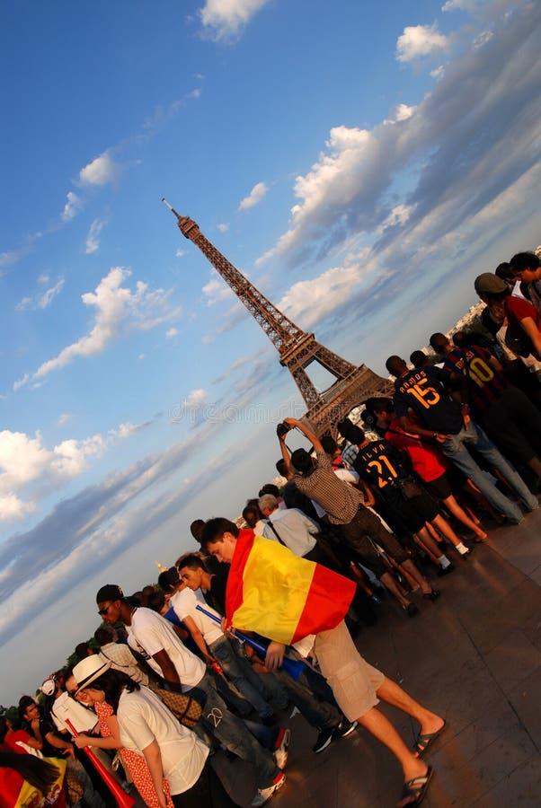 Fan de futebol espanhóis em Paris foto de stock