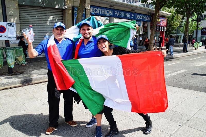 Fan de futebol italianos surpreendentes imagem de stock royalty free