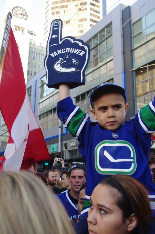 Fan de hockey de los Vancouver Canucks en Granville Street fotos de archivo libres de regalías